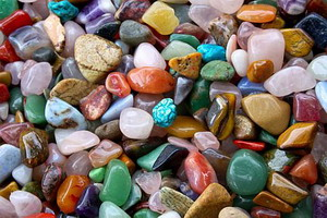 дева знак зодиака женщина камни талисманы